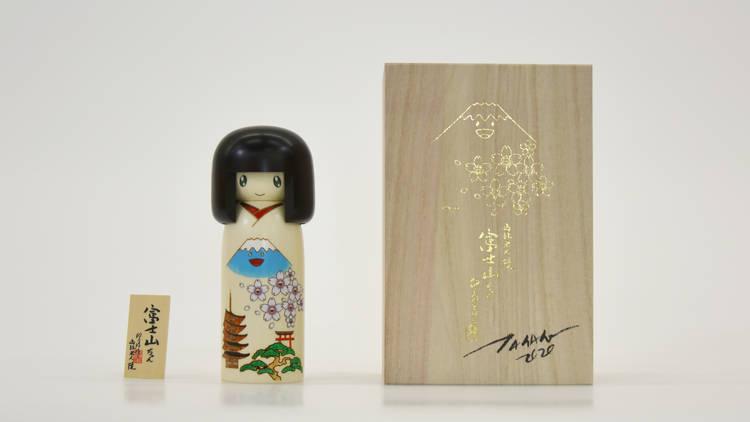 卯三郎こけし『富士山ちゃん』 ©Takashi Murakami/ Kaikai Kiki Co., Ltd. All Rights Reserved.