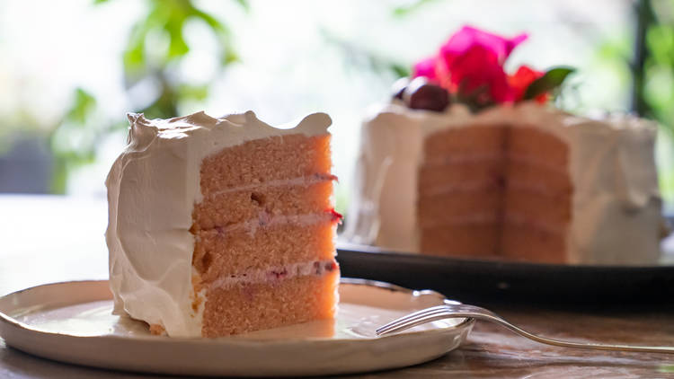 pastel de cocoberry bakery