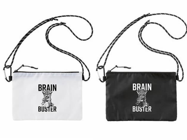 『Brainbuster』で販売されたサコッシュ。FLYING LOTUSや長谷川白紙のMV制作などに携わるユニット「sankaku」がデザイン