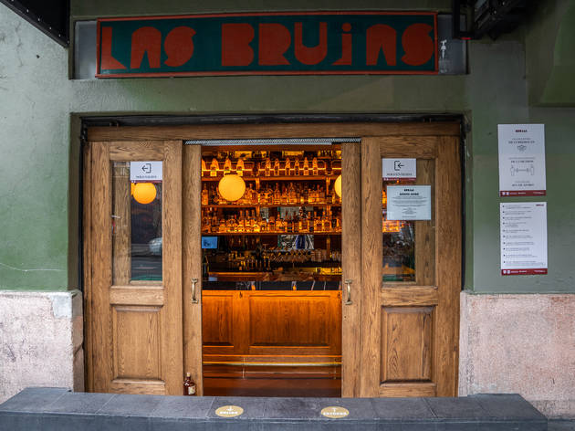exterior de brujas bar