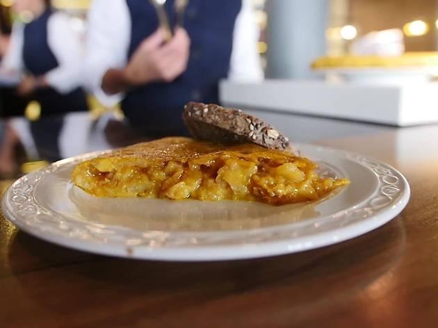Tortilla de patata (potato omelette) at La Primera