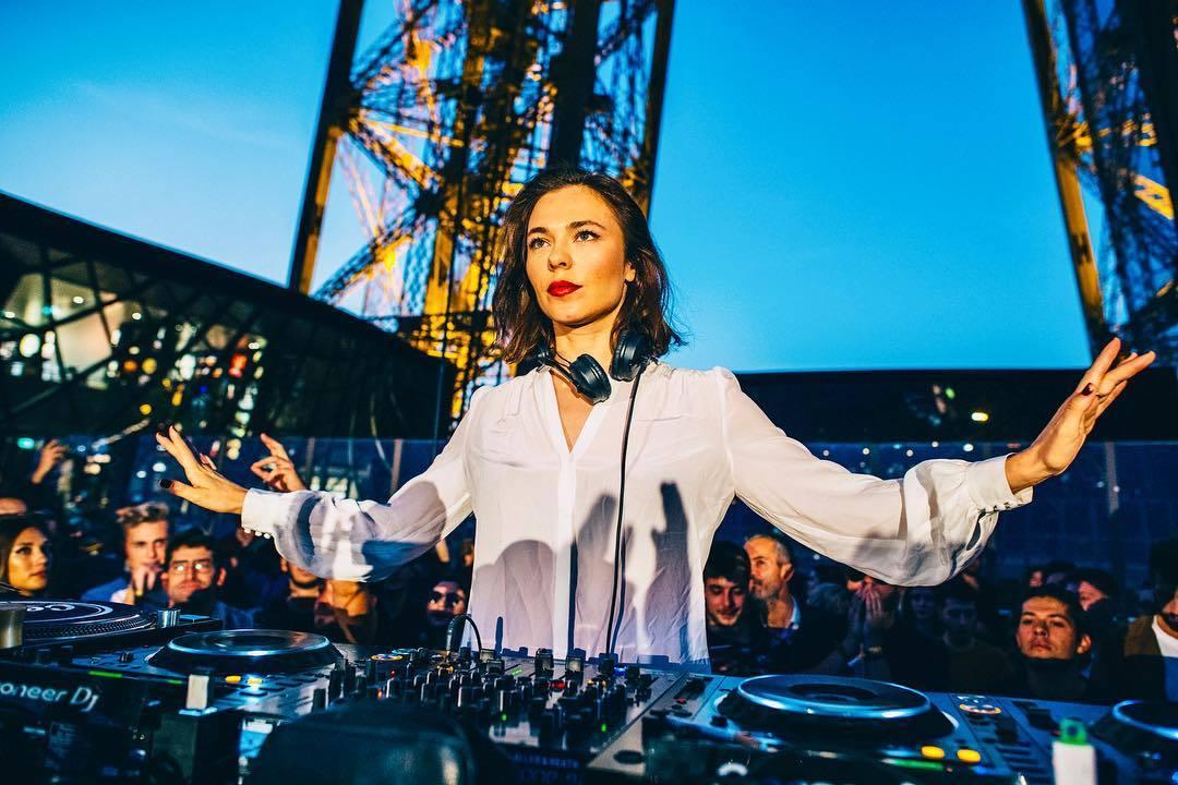 Nina Kraviz va mixer sur le toit du Centre Pompidou !