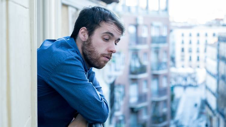 Joven madrileño insatisfecho con su vivienda. Informe AEDAS Home