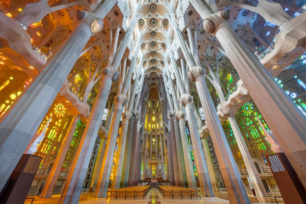 Visió de l'interior de la nau de la Sagrada Família