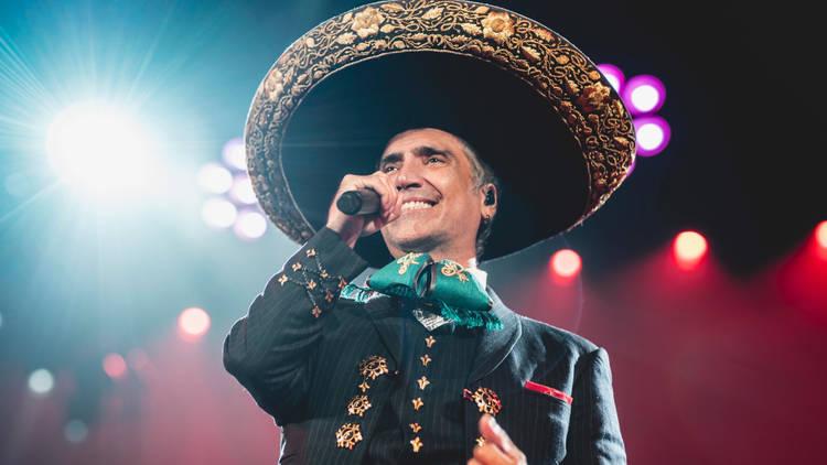 Alejandro Fernández presenta su show digital América a una sola voz