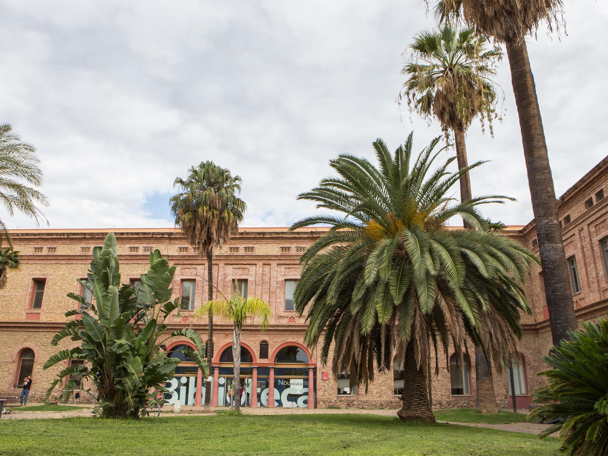 Biblioteca de la Seu del Districte de Nou Barris.