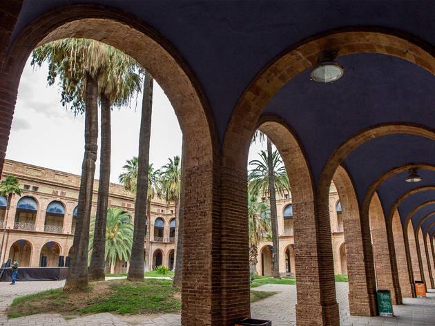 Seu del Districte de Nou Barris, antic Institut Mental de la Santa Creu, al Parc Central de Nou Barris.
