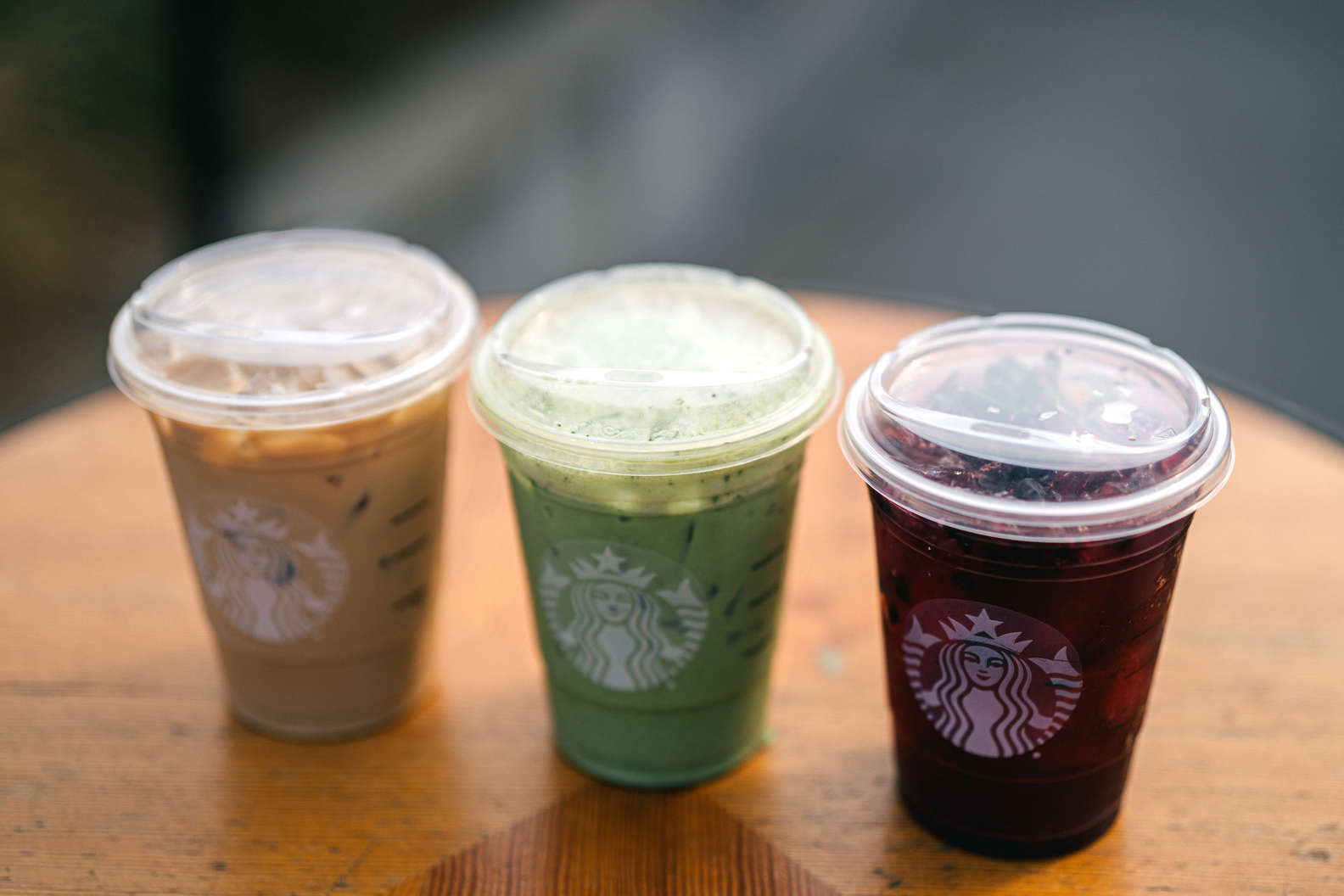 Iced Starbucks drinks now come in straw-less sippy cups and we're into them