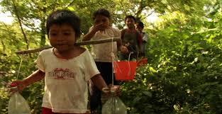 Escena de niños en el documental Los herederos, de Eugenio Polgovsky
