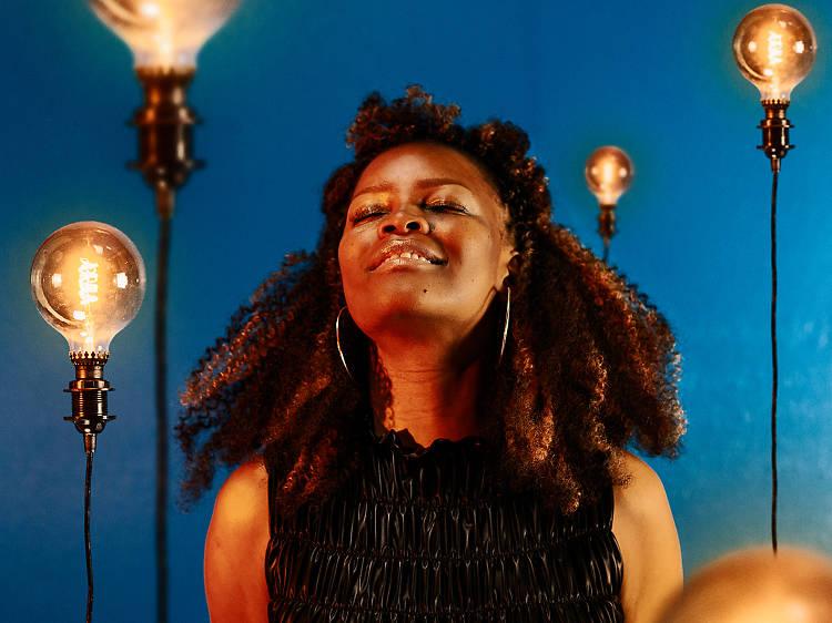 """Selma Uamusse: """"A nossa mentalidade ainda não está descolonizada"""""""