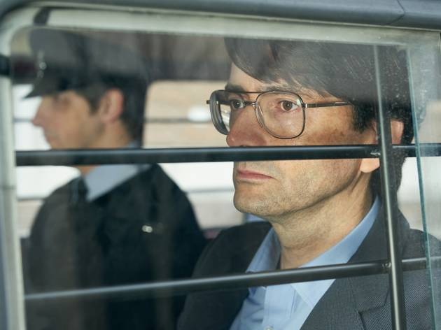 David Tenant wears glasses in the back of a care as infamous serial killer Dennis Nilsen in Des