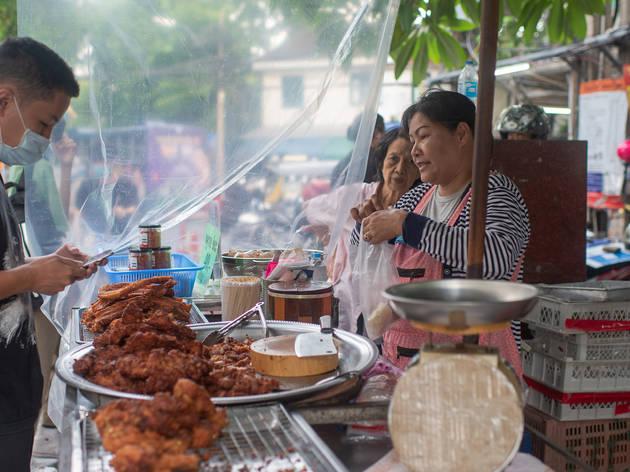 ชิลริมเจ้าพระยา ชิมของอร่อยใน 12 ร้านเด็ดที่ท่าพระจันทร์