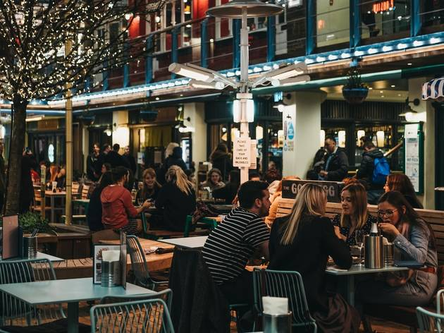 outdoor dining in london's kingly court