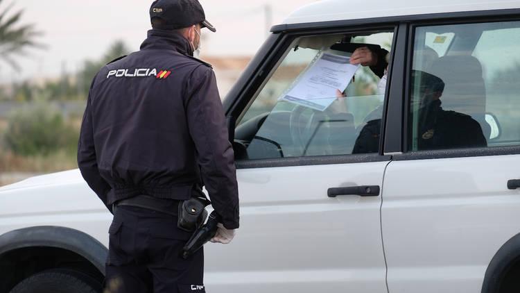 Policía coche movilidad