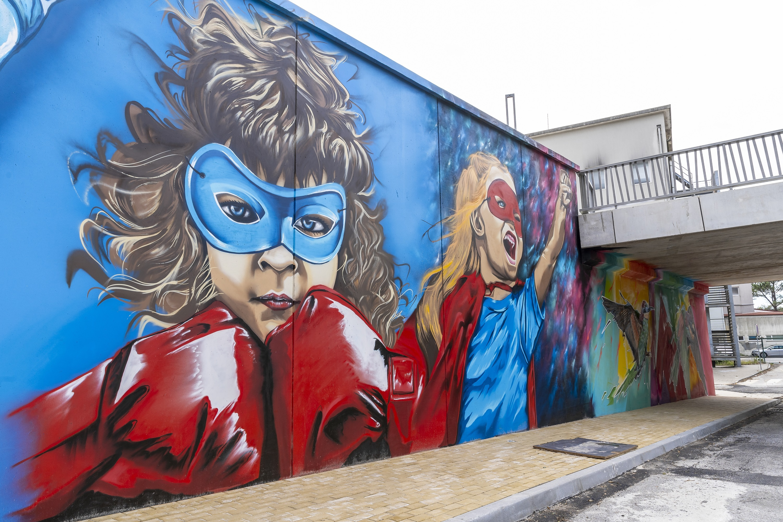 Mural de Guel Do It no Centro Hospitalar de Vila Nova de Gaia