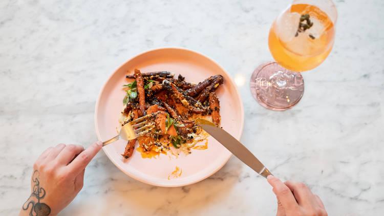 Zanahorias rostizadas y Caper spritz en Pigeon