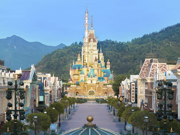 Hong Kong Disneyland castle of magical dreams