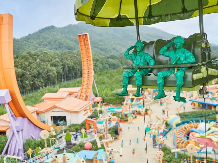 Be dazzled by the magic of Hong Kong Disneyland