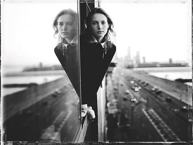 Retrato de la exposición Entre el arte y la moda. Fotografías de la colección de Carla Sozzani
