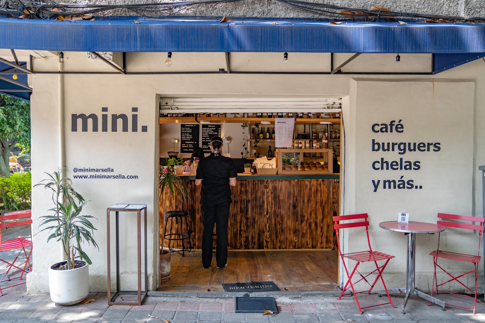 Mini Marsella, café, abarrotes, vinos, cervezas y hamburguesas en la Juárez