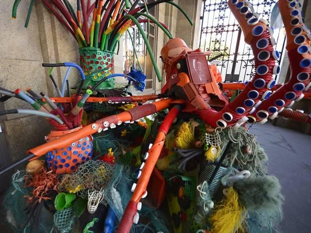 Estas esculturas são feitas de plástico recolhido das praias do Porto