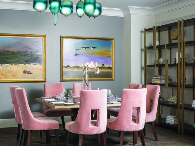 Table with pink chairs