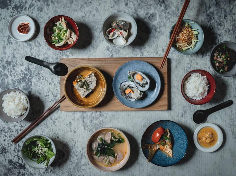Nine-plate family meal at Xuân