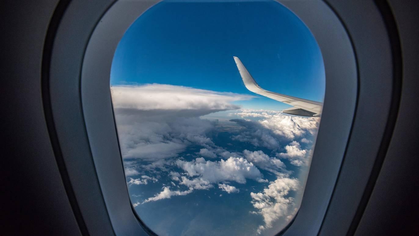 海外への渡航中止、10月以降緩和へ