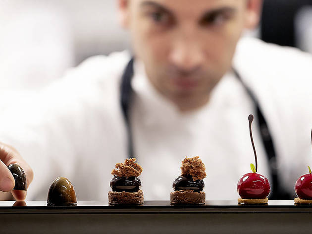 Xavi Donnay, pastelero en el restaurante Lasarte