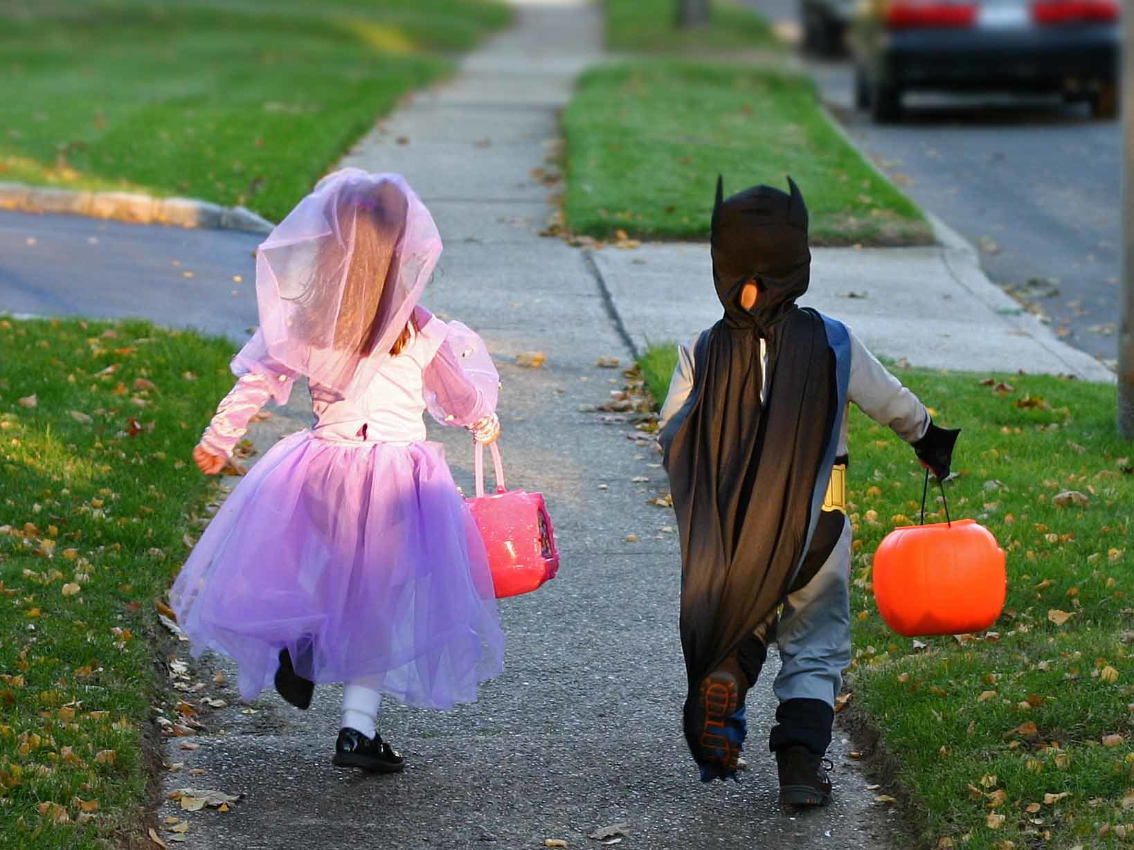 Illinois officials release guidelines for trick-or-treating this year