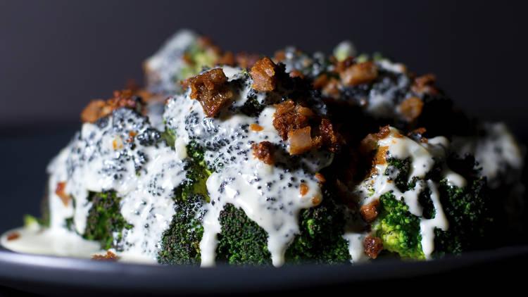 Brócoli al horno de Brasa Fina, ghost kitchen