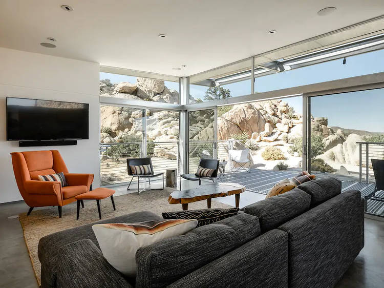 A minimalist lair in Yucca Valley