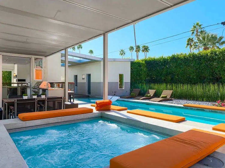 An indoor-outdoor spa in Palm Springs