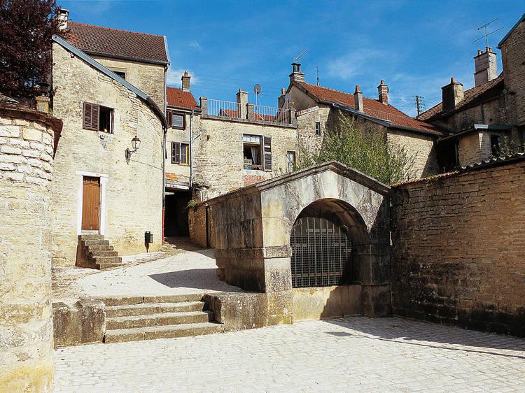 Partir à la conquête de la cité de Châteauvillain avant de se reposer au clos Saint-Jacques