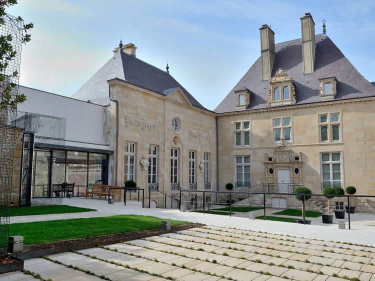 Faire un tour de la place des grand(e)s hommes et femmes de la Haute-Marne