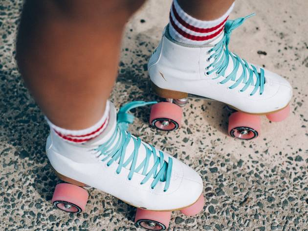 Roller Skates, white with blue laces and link wheels
