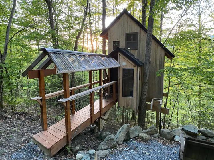 Hancock, VT: The Sugar Maple treehouse