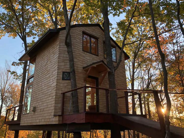 Newbury, NH: Ling Treehouse: Soul's Retreat
