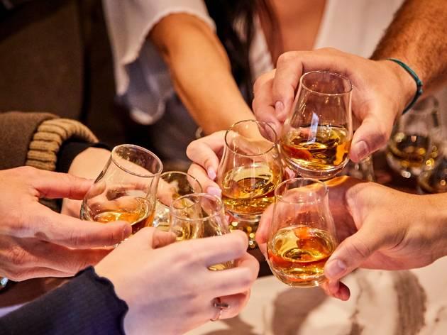 Whiskey: historia, tipos y dónde comprar los hechos en México