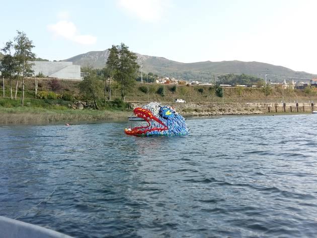 Arte flutuante no Rio Minho