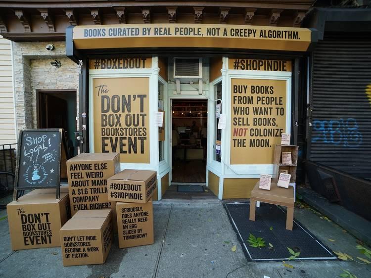 ニューヨークの独立系書店、山積みの箱で苦境をアピール