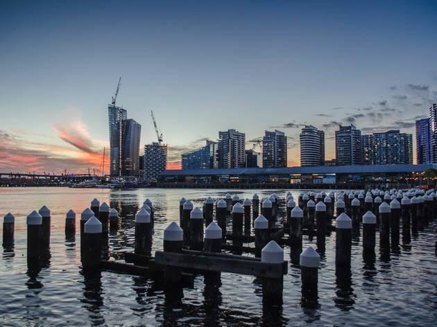 Melbourne skyline water