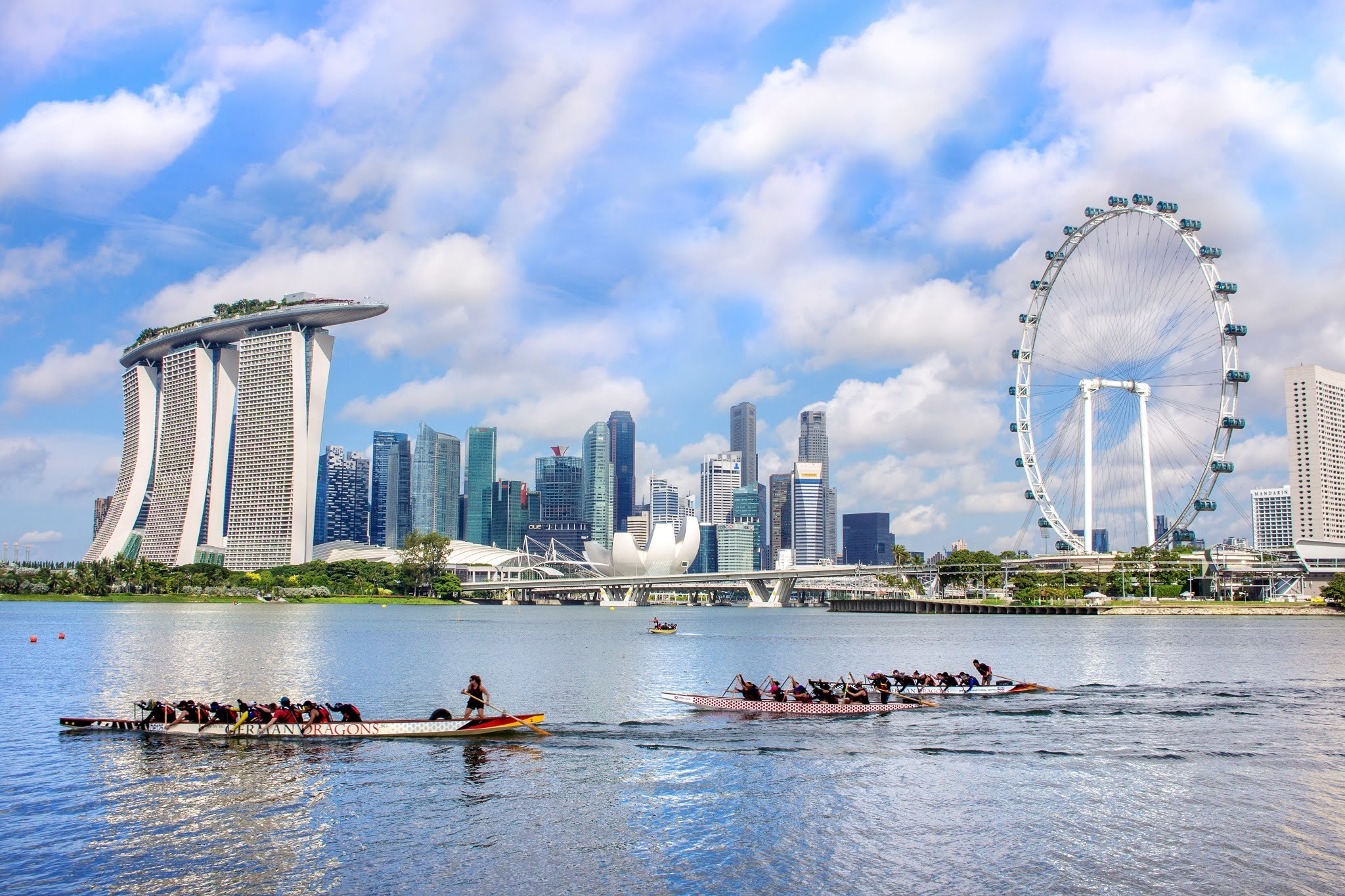Walking, cycling and kayaking tours in Singapore to accommodate groups of twenty people