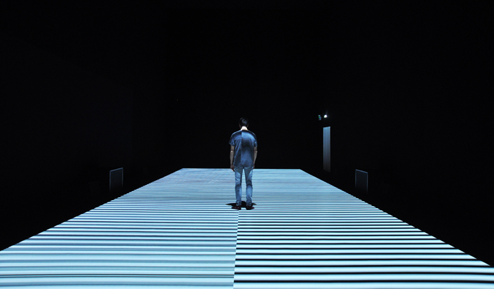 t est pattern [nº12]site-specific installation, 2017© Ryoji Ikeda. courtesy of The Vinyl Factory