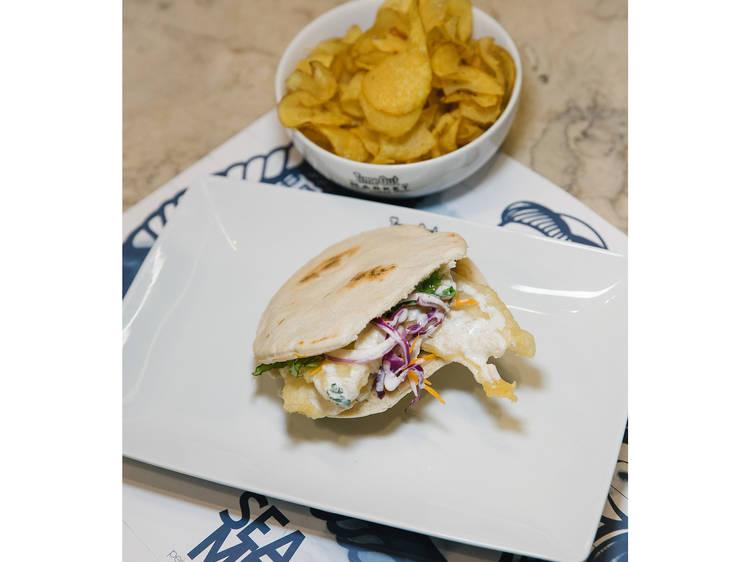 Quinta-feira – Pita shoarma de bacalhau
