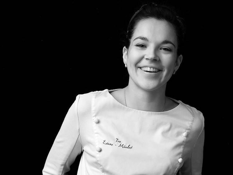 Tess Evans-Mialet, pâtissière en cheffe du gastronomique Contraste, experte en desserts du turfu !
