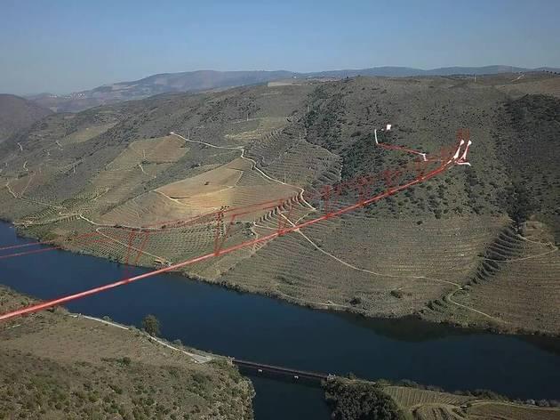 Projecto para a ponte pedonal suspensa sobre o rio Douro