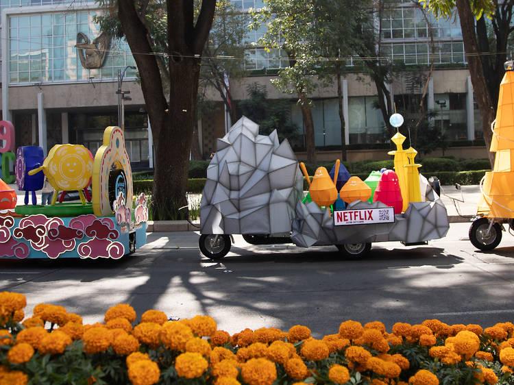 Desfile de carros alegóricos de Más allá de la Luna