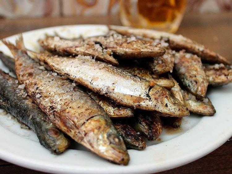 Por 3,60€, una docena de sardinas a la plancha, oiga. Razón: Santurce