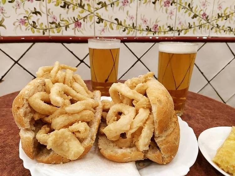 3€ para el histórico bocata de calamares de La Campana